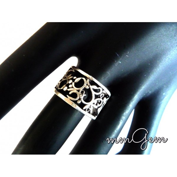 Boho Filigree Silver Floral Pattern Band Ring